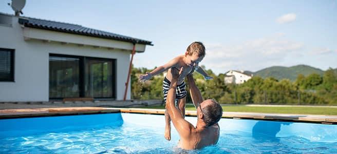 Warum ist schwimmen so gesund und lohnt sich ein eigener Pool im Garten?